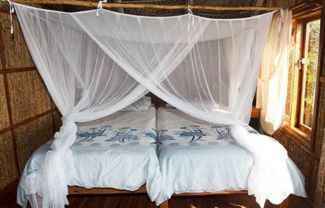 Guinjane Lodge Double bed with mosquito nets - Beach Resorts Mozambique - Guinjane Lodge