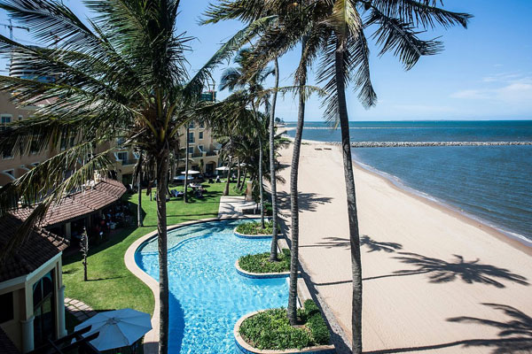 Southern Sun Pool Area overlooking the beach - Luxury Resort Accommodation Mozambique - Guinjane Lodge